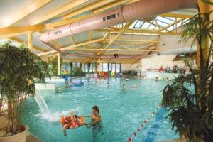 Zwembad met kinderbad en fontijnen